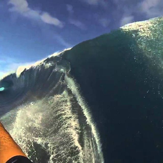 video: Teahupo'o GoPro by sermonroy