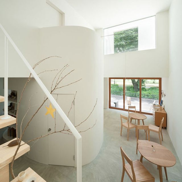 image: Live-in gallery and studio by Flat House by waryamaranth