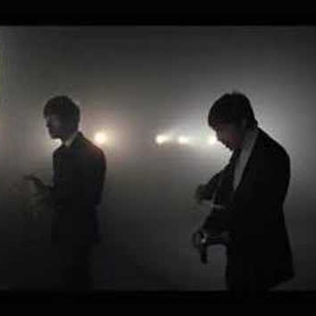 video: The Last Shadow Puppets - 'Standing Next to Me' (200... by andreagenova