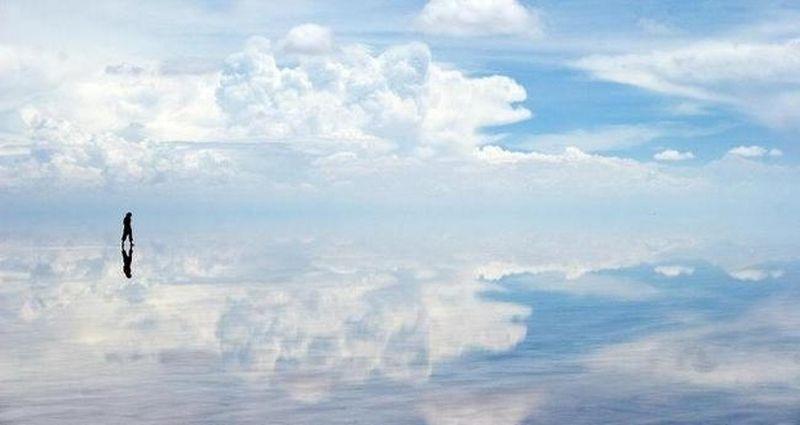 image: Salar de Uyuni, Bolivia by gonzalobandeira