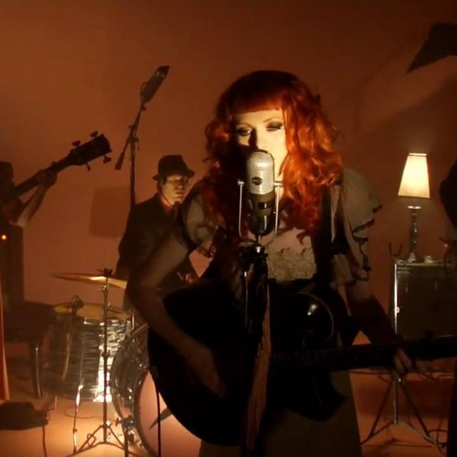 "video: Karen Elson ""The Ghost Who Walks"" by rairobledo"
